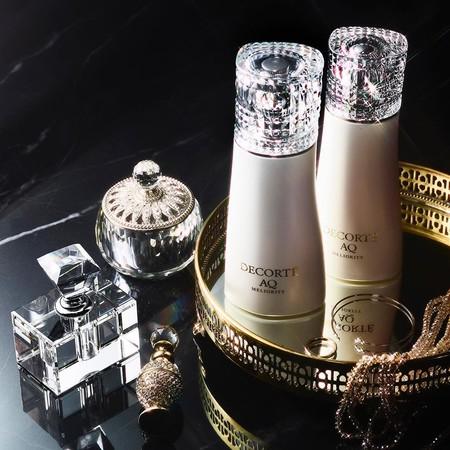 Decorté llega con la súper lujosa tercera generación de AQ Meliority y una línea de maquillaje maravillosa