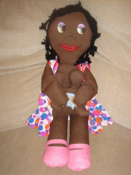 Muñeca de trapo que amamanta
