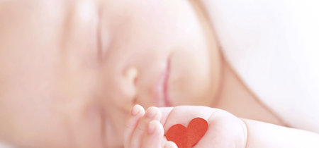 Cuando la madre fallece estando embarazada, ¿cómo se intenta salvar la vida del bebé?
