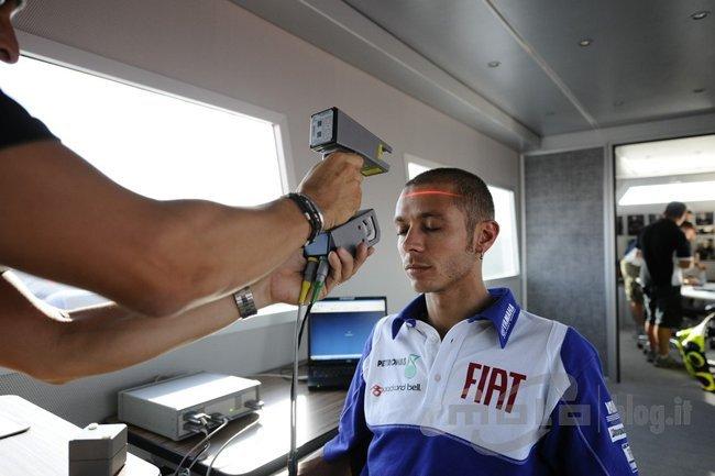 Valentino Rossi probando el sistema de AGV