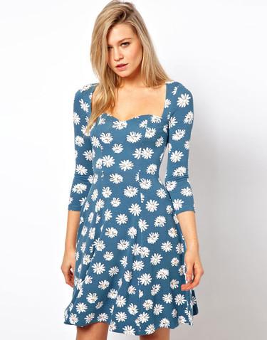 El vestido del verano está en las rebajas (y cuesta menos de 30 euros)