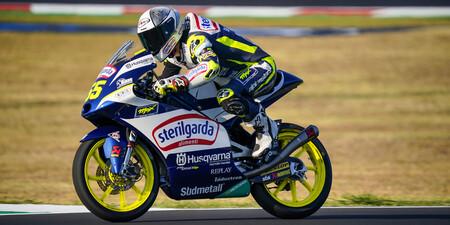 Romano Fenati tira de veteranía para ganar en Moto3 y Albert Arenas cede terreno en la general