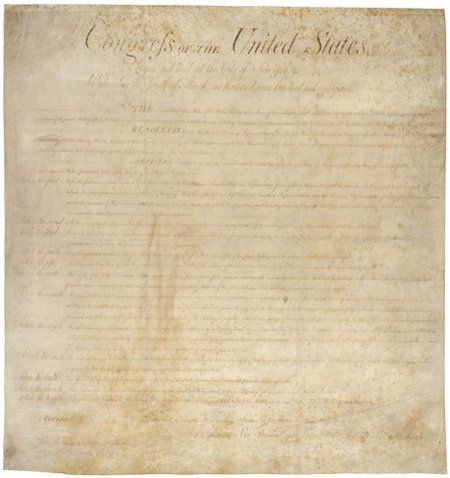 """La """"Carta de Derechos de los Estados Unidos"""" en el equipaje de los activistas de WikiLeaks"""
