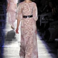 Foto 58 de 61 de la galería chanel-alta-costura-otono-invierno-2012-2013-rosa-gris-brillos-y-nuevo-vintage en Trendencias