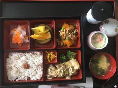 Así son los menús que sirven en los hospitales de Japón a las recientes mamás. ¿Y si tomáramos nota?