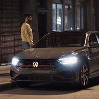 ¿La caja manual es ahora un dispositivo antirrobo? Volkswagen y su comercial de Jetta GLI creen que sí