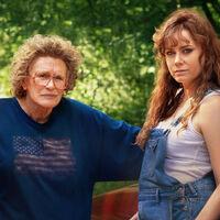 """""""La universalidad de 'Hillbilly, una elegía rural' trasciende la política"""". Amy Adams y Glenn Close responden a las críticas de la película de Netflix"""
