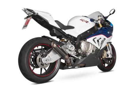 Scorpion pica a la BMW S 1000 RR con un aire de MotoGP
