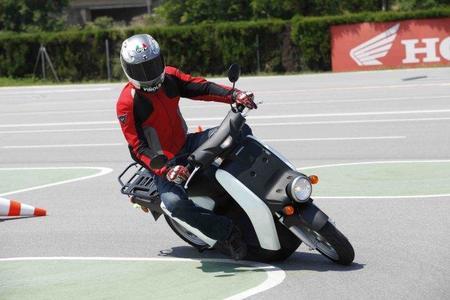 Prueba Honda EV-Neo slalom Miki 7