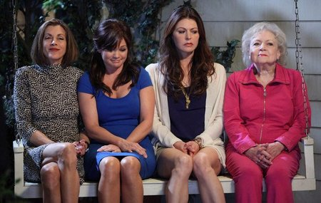 'Hot in Cleveland', cuarentonas desesperadas y la genialidad de Betty White