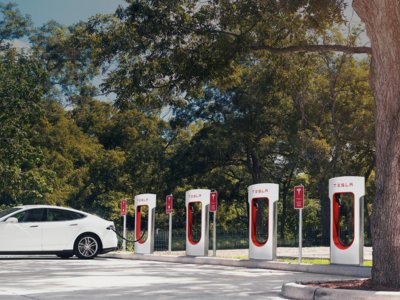 Recorrer España en un Tesla empieza a ser posible