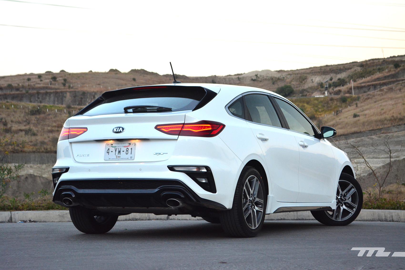 Foto de KIA Forte GT Hatchback (prueba) (8/23)