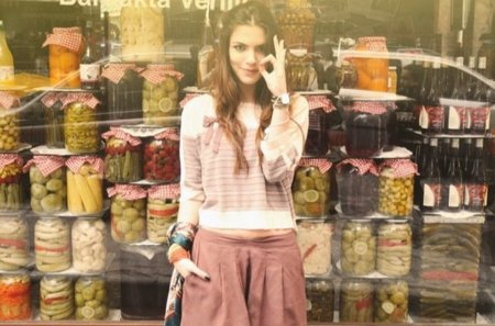 La blogger turca Maritsa para lo nuevo de Pull & Bear Primavera-Verano 2011