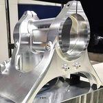 """""""Hola, soy un bloque de aluminio y así de hipnóticamente me convierte Kalex en un chasis de Moto2"""""""