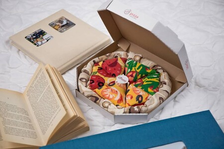 Calcetines personalizados o presentados con forma de pizza, hamburguesa, sushi o burrito: el regalo clásico remasterizado que arrasa en Amazon