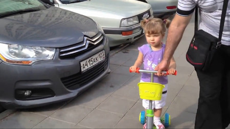 RuзуaPaзуФи™: Esta niña conoce la marca de tu coche