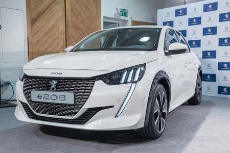 Peugeot e-208 2019 lateral frontal