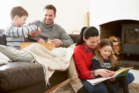Familia En Casa Invierno