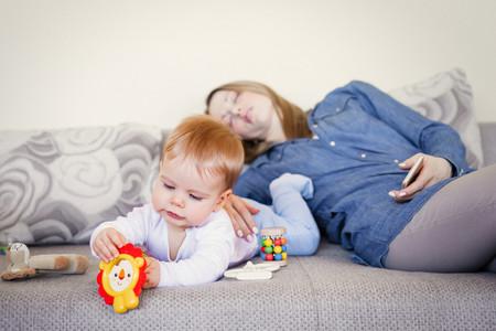 Madre Agotada Con Bebe