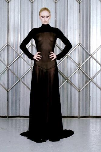 Gareth Pugh Otoño-Invierno 2009/2010 en la Semana de la Moda de París, transparencias