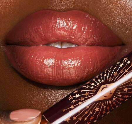 Con los nuevos bálsamos de Charlotte Tilbury nuestros labios estarán más hidratados, bonitos y con un aspecto más voluminoso