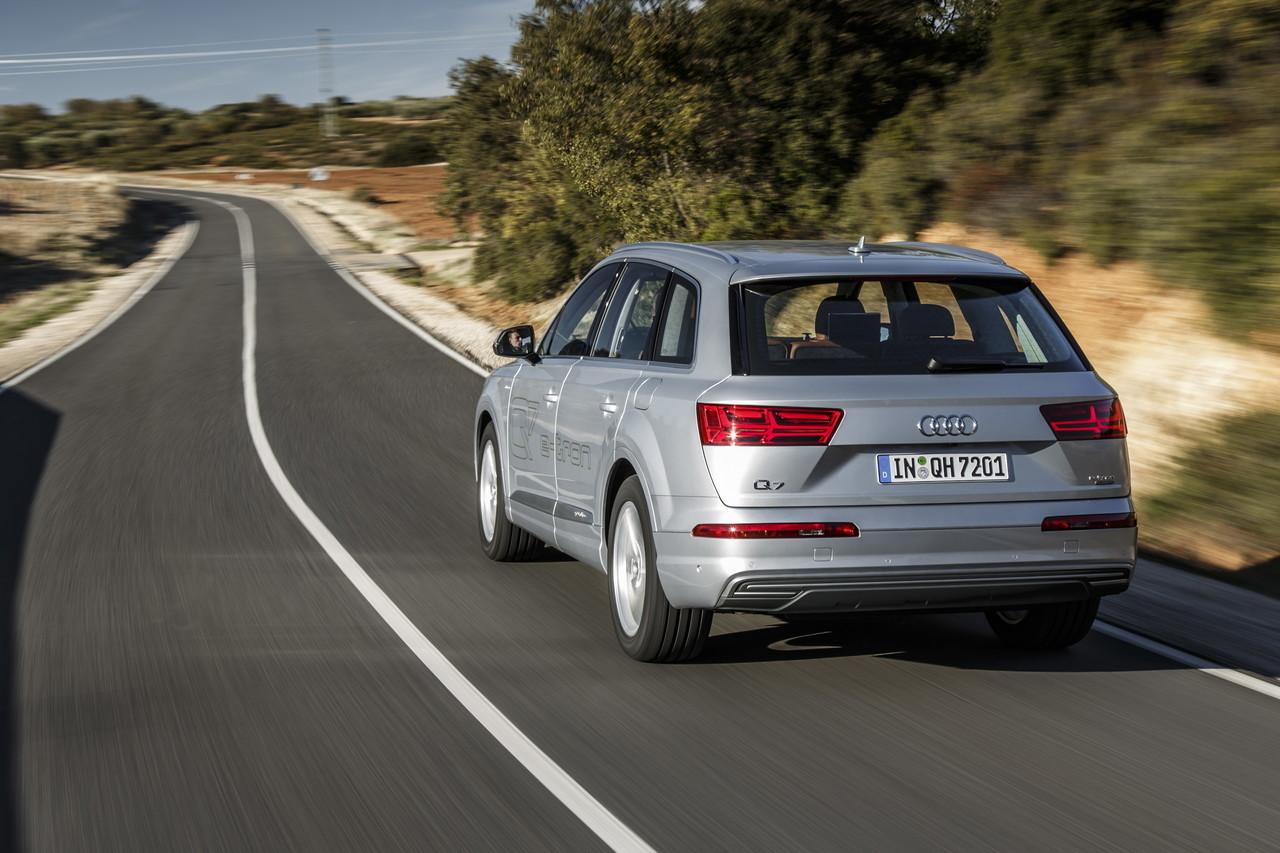 Audi Q7 E Tron 12 64