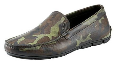 Prada presenta sus mocasines de estética militar