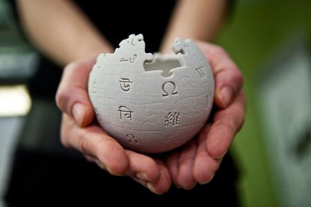 Wikipedia ante su decadencia: ha perdido 3.000 millones de páginas vistas en un solo año