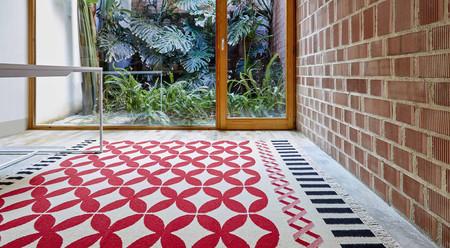 La diseñadora Sandra Figuerola nos explica el proceso creativo que está detrás del color y la abstracción geométrica de las alfombras que firma para Gan