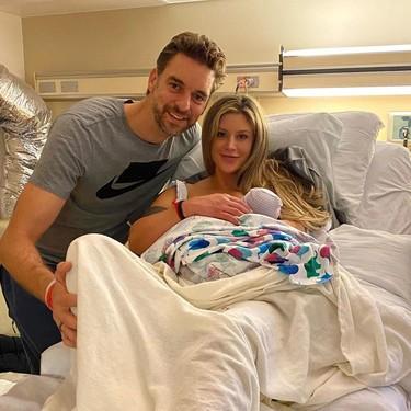 Triplazo de Pau Gasol: nace su hija con Catherine McDonnell, se convierte en un padre a la altura y le dedica este precioso gesto a Kobe Bryant