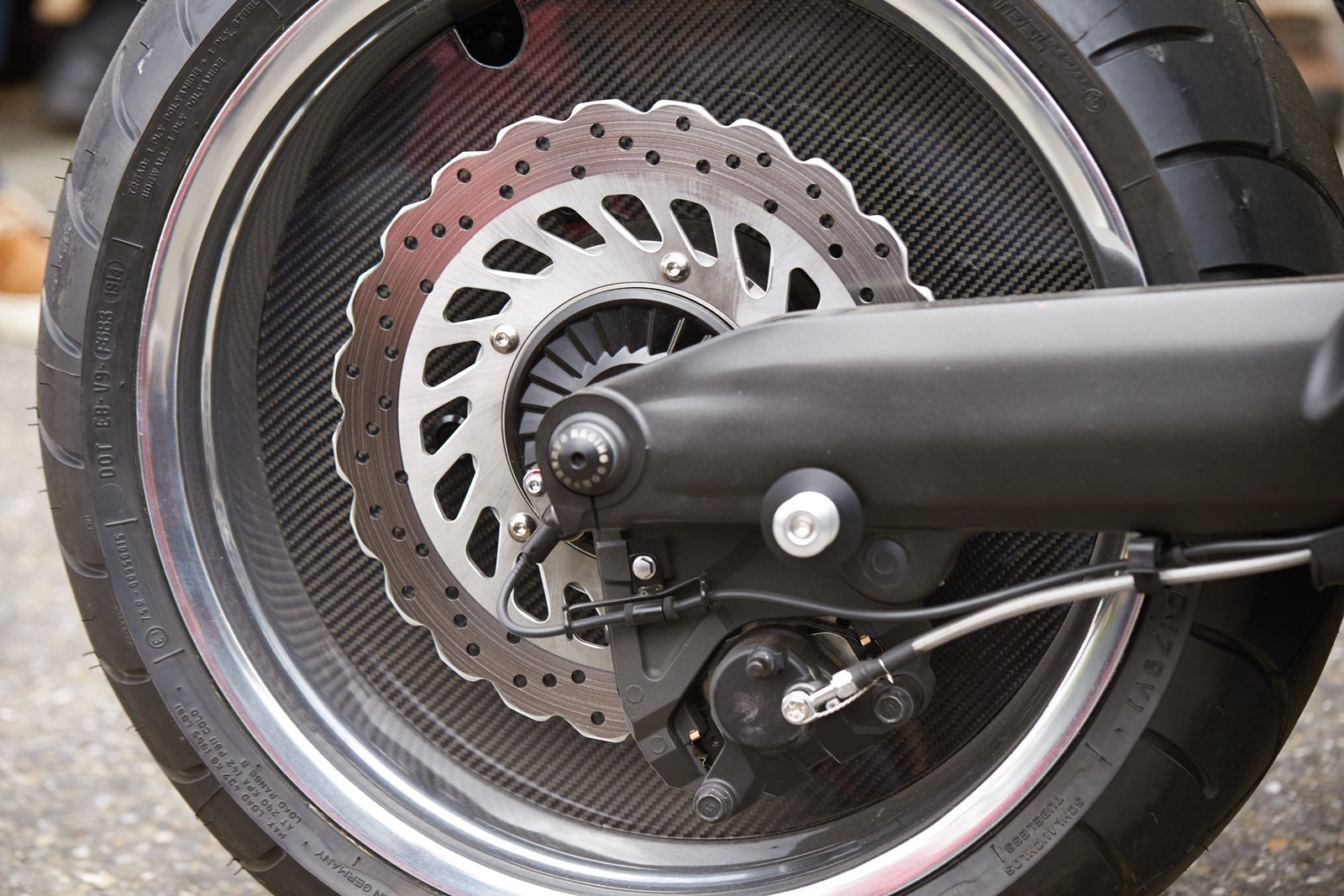 "Foto de Yamaha V-Max ""The V-Speed"" Dealer Build by Liberty Yam (7/34)"