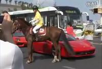 Y esto es lo que le pasa a un Ferrari 458 Italia por quedarse ahí