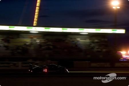 Peugeot sigue líder y Audi con problemas entre sus R15 TDI