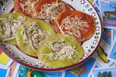 Chalupas poblanas. Receta mexicana tradicional