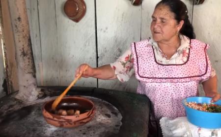 """Doña Ángela de """"De Mi Rancho a tu Cocina"""", entre las 100 mujeres más poderosas de México"""