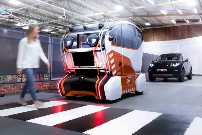 """No es un teaser de 'Cars', es un prototipo de coche con ojos de Land Rover para """"dar confianza a los peatones"""""""