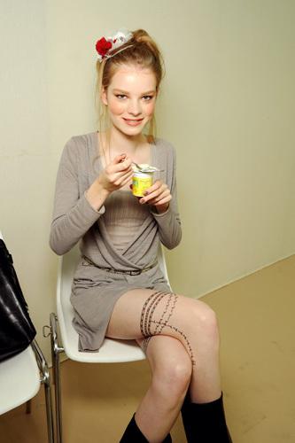Foto de 'Les Trompe L'Oeil' de Chanel, tatuajes muy chic para P-V 2010 (2/3)