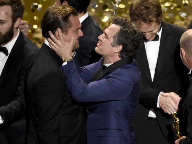 Mark Ruffalo felicita a DiCaprio