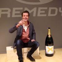 Junto a una enorme botella de champagne, Sam Lake  anuncia que  Quantum Break está terminado
