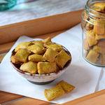 Galletas saladas o crackers de harina de garbanzos: receta saludable, sin gluten y vegana de picoteo