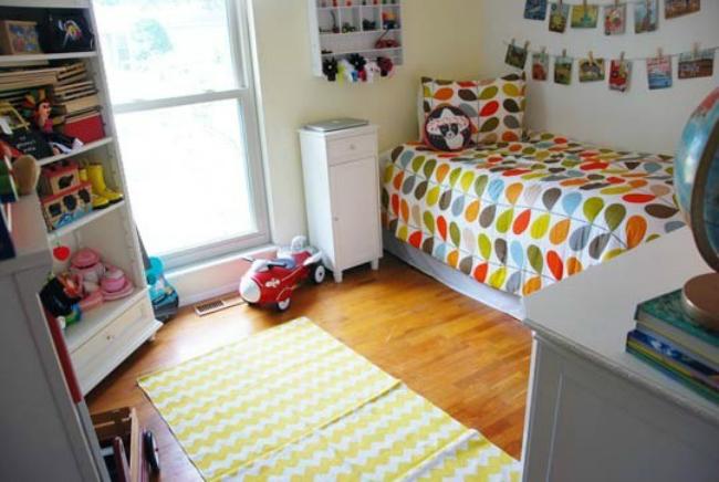 Un dormitorio infantil lleno de color