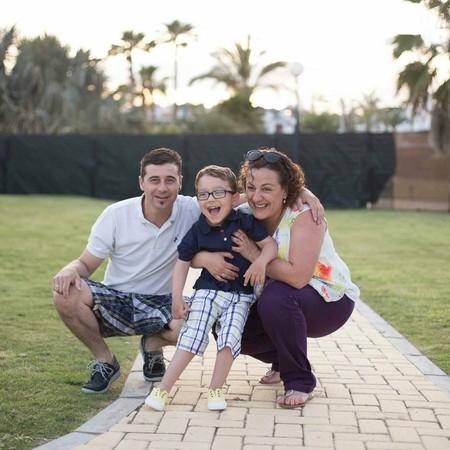 Iker con sus padres