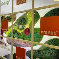 Orange estanca sus ingresos: la pérdida de usuarios se compensa con clientes que pagan más y servicios mayoristas