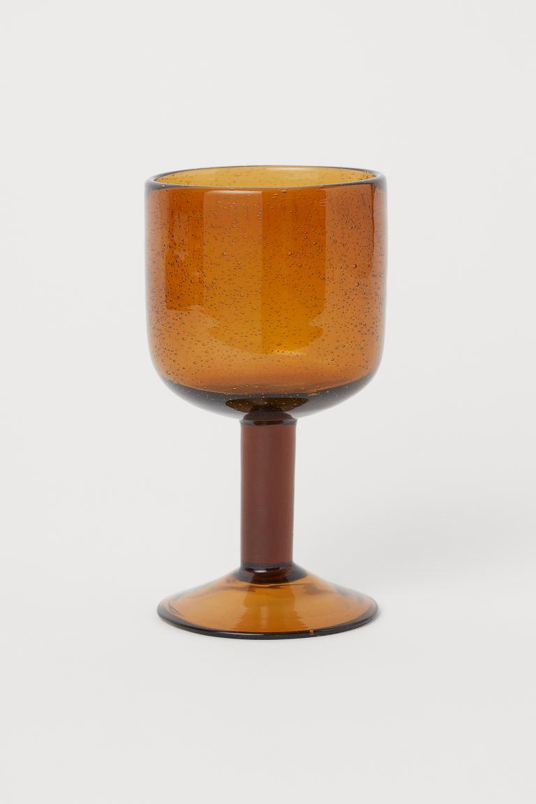 Copa de vino con burbujas de aire visibles. Diámetro superior 8 cm. Alto 15 cm.