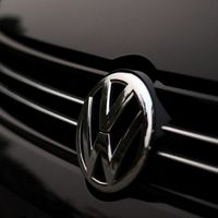 Volkswagen ofreció una gorra y un llavero a los afectados del Dieselgate en España. En EEUU indemnizó con hasta 8.000 euros