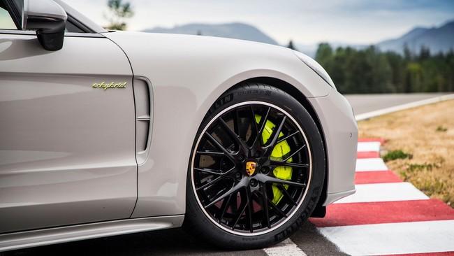 No habrá versión con caja manual para los modelos híbridos de Porsche