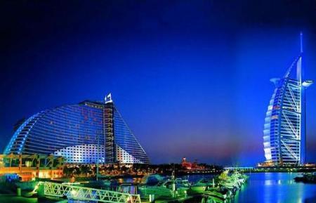 La vista del Jumeirah Beach Hotel sobre el Burj-al-Arab