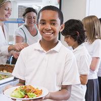 Los niños que comen en comedores privados presentan mayores tasas de sobrepeso que aquellos que lo hacen en comedores públicos