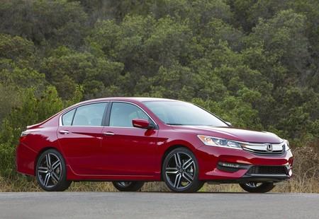 Honda Accord 2016 1600 06
