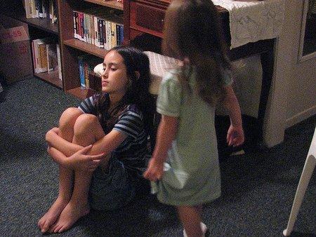 Las enfermedades de Sensibilización Central también se presentan en la infancia. Entre sus causas: la exposición a contaminantes